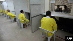 معتقلون في سجن التاجي بإنتظار زيارة أهاليهم