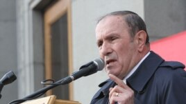 Armenia - Opposition leader Levon Ter-Petrosian addresses a rally in Yerevan, 1Mar2014.