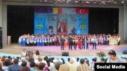 XXI татар җыр һәм бию фестивале cәхнәсе (Недим Усейнов фотосы)