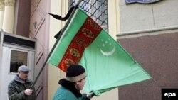 Перед посольством Туркменистана в Москве