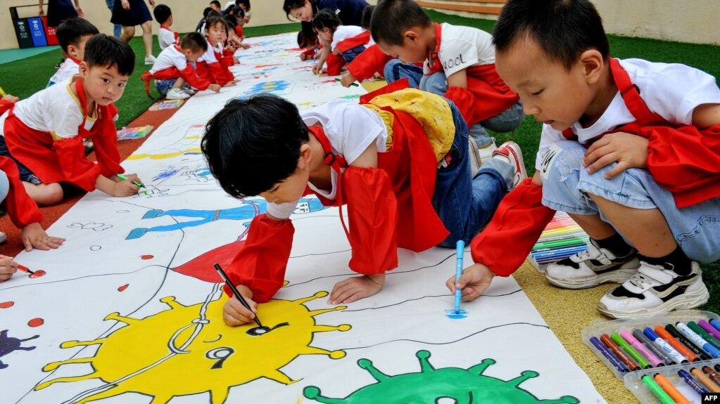 Китайські діти ілюструють людські зусилля з протидії COVID-19 у Міжнародний день захисту дітей 1 червня