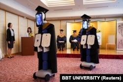Виртуальное получение выпускниками одного из университетов Токио дипломов о высшем образовании. 18 апреля 2020 года