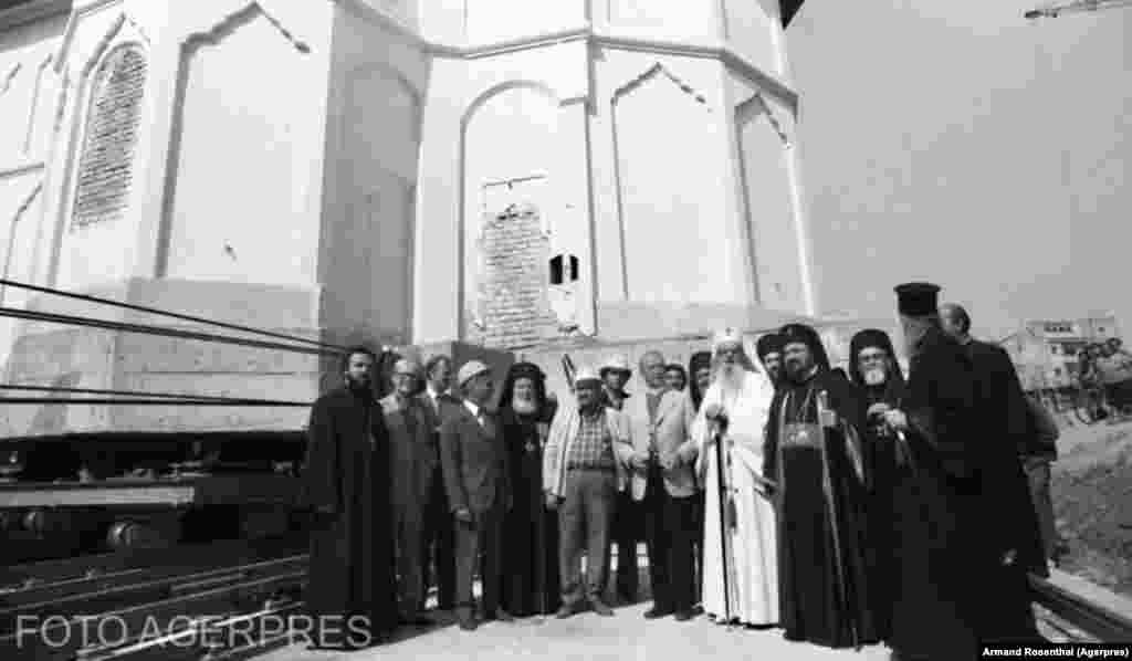 Mutarea bisericii Olari din Bucuresti în 1982