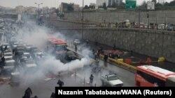 Під час протесту в Тегерані, 16 листопада 2019 року