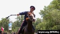 Rusiye cenübindeki kazaklarnıñ cigit-showsı, Aqmescit, 2015 senesi iyün 6 künü