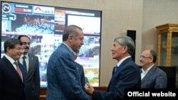 Атамбаев поздравил победителя президентских выборов в Турции Реджепа Тайипа Эрдогана.