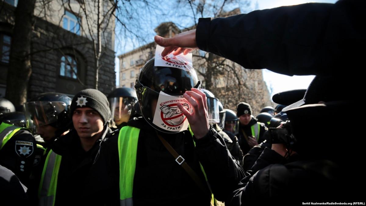 Полиция Киева: после столкновений ситуация спокойная, трое правоохранителей пострадали