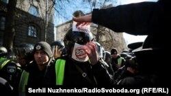 Під час протистояння під будівлею адміністрації президента, Київ, 9 березня 2019 року