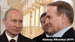 Володимир Путін (ліворуч) та Віктор Медведчук. Московська область, 15 листопада 2017 рік