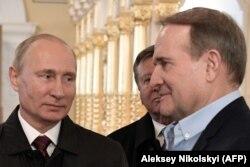 Виктор Медведчук (справа) и президент России Владимир Путин. Россия, ноябрь 2017 года
