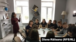 Diana Chiosa și tinerii din Zubrești