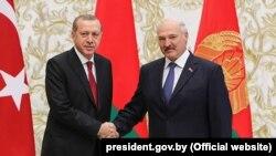 Түркиянын президенти Режеп Тайип Эрдоган жана Беларустун президенти Александр Лукашенко.