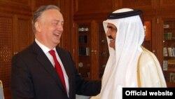 Ministar Zlatko Lagumdzija i katarski emir, šeik Hamad bin Khalifa Al Thani u Dohi 10. marta 2013.
