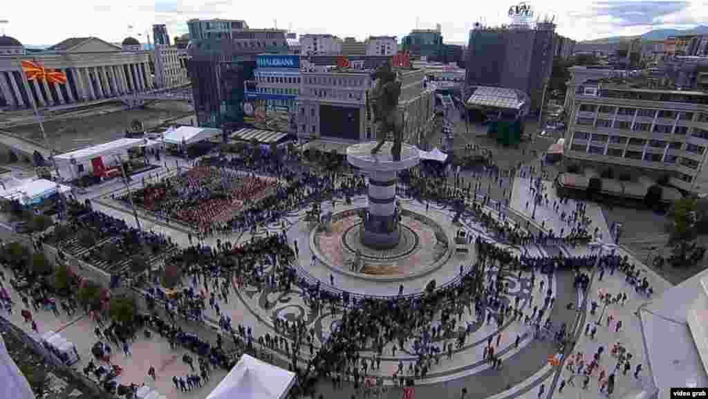 Плоштадот Македонија пред пречекот на папата Франциск