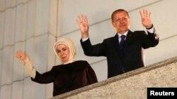 Түркия премьер-министрі Режеп Тайып Ердоған мен оның әйелі Эмин.