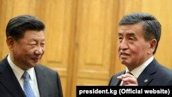 Сооронбай Жээнбеков Кытайдын лидери Си Цзинпин менен.