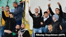 Футболни запалянковци по време на мача в понеделник. Полицията е установила данни за участие в противообществена поява за девет души