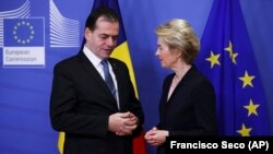 Președinta Comisiei Europene, Ursula von der Leyen, vorbind cu premierul român Ludovic Orban. Bruxelles, 9 ianuarie 2020