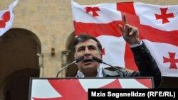 В грузинском отделении Transparency International отмечают, что существуют подозрения о нарушениях, допущенных и до прихода к власти Михаила Саакашвили