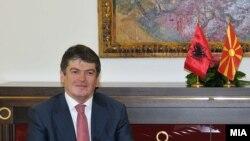 претседателот на Албанија Бамир Топи