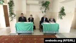 Назіральнікі на датэрміновым галасаваньні ў Менску, 2012 год