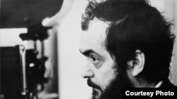 استنلی کوبریک بر سر صحنه فیلم پرتقال کوکی (۱۹۷۱)