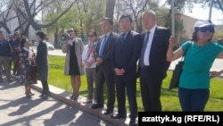 Акция сторонников депутата ЖК Омурбека Текебаева. Бишкек, 20 апреля 2017 года.