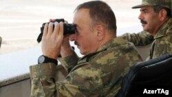 İlham Əliyev hərbi təlimlərdə.
