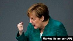 Канцлер Германии Ангела Меркель выступает в бундестаге. 28 июня 2018 года.