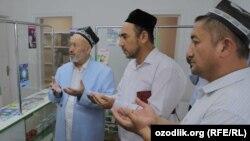 Муфтий Усманхан Алимов (слева) на открытии аптеки «Вакфмед».