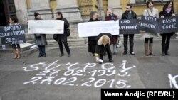 Žene u crnom obeležavaju godišnjicu zločina u Štrpcima, Beograd, 27. februar 2015.