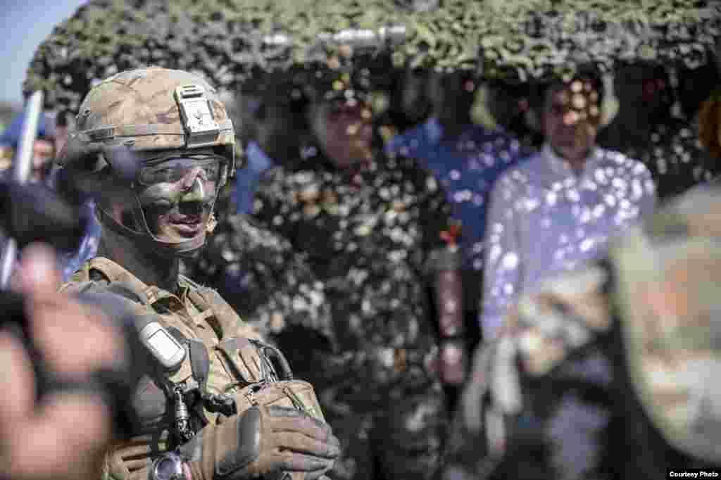 МАКЕДОНИЈА - Воената вежба Македонски блесок 4 ќе се одржи од 15 до 20 октомври на армискиот полигон Криволак. Целта е преку самооценување, согласно НАТО оперативните способности, да се демонстрира нивото на борбена готовност на дел од декларираните единици на АРМ: декларирана чета на воена полиција и капацитетите за поддршка на операциите водени од НАТО.