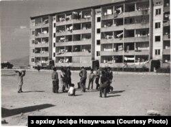 Стандартныя пяціпавярховікі, дзе савецкія дарадцы суседнічалі з аўганцамі