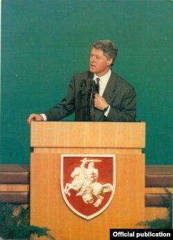 Біл Клінтан выступае перад моладзьдзю ў Акадэміі навук Беларусі, 15 студзеня 1994 году