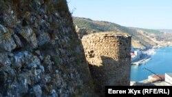Древние стены Чембало