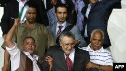 عبدالباسط المقرحی (وسط) پس از بازگشت به تریپولی، پایتخت لیبی