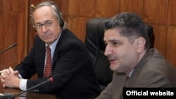 Armenia -- Prime Minister Tigran Sarkisian (R) and Chile's former Labor Secretary Jose Pinera at a meeting with Armenian and Georgian officials dealing with pension reform, 23May2011.