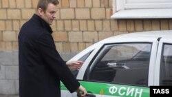 Алексей Навальный сегодня у здания суда