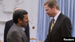 Германскиот министер за надворешни работи Гвидо Вестервеле при средбата со иранскиот претседател Махмуд Ахмадинеџад