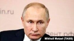Владимир Путин, раиси ҷумҳури Русия аз як мактаби ҳунарии кӯдакона дар Липеск дидан кард. 22 январи соли 2020.
