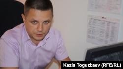Қазақстандық адам құқығы бюросы директорының орынбасары Денис Дживага. Алматы, 16 шілде 2014 жыл.