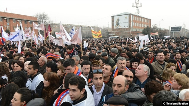 Armenia - President Serzh Sarkisian holds a campaign rally in Armavir, 6Feb2013.