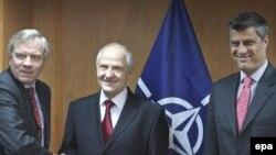 Sekretari i përgjithshëm i NATO-s, Jaap de Hoop Scheffer, takoi presidentin Fatmir Sejdiu dhe kryeministrin Hashim Thaçi, 14.03.2007
