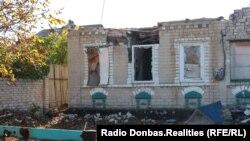 Наслідки обстрілів у селищі Піски поблизу Донецька, архівне фото, 2018 рік