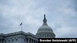Вид на здание Капитолия в Вашингтоне, расположение конгресса США.