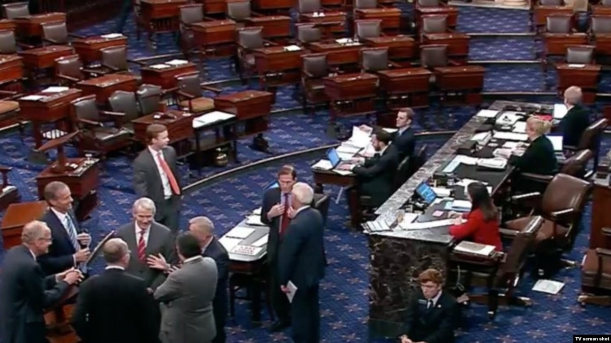 Сенат США одобрил резолюцию об отмене чрезвычайного положения на границе с Мексикой