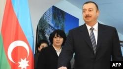 Президент Ильхам Алиев голосует на референдуме об изменениях в Конституции Азербайджана, Баку, 18 марта 2009