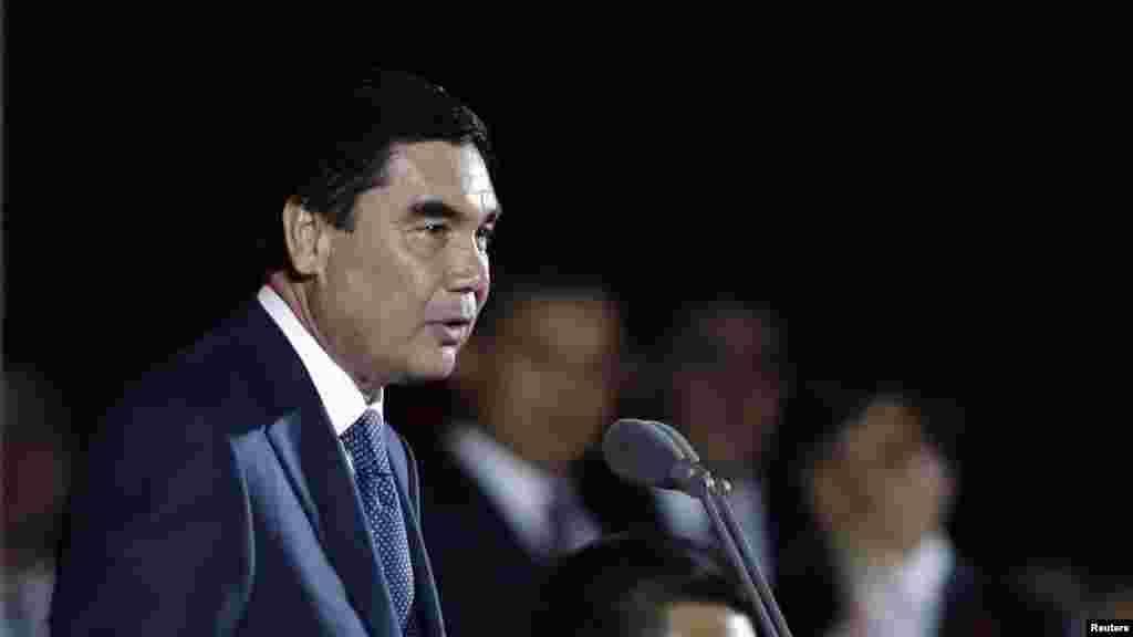 Türkmenistanyň prezidenti Hytaýa eden sapary mahaly çykyş edýär. 12-nji maý, 2014 ý.