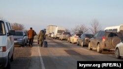 Один з пунктів пропуску на адміністративному кордоні з Кримом, ілюстративне фото
