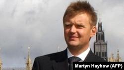 Ресейдің бұрынғы тыңшысы әрі Путинді сынаушы, қастандықпен қаза тапқан Александр Литвиненко. Лондон, 14 қыркүйек 2004 жыл.